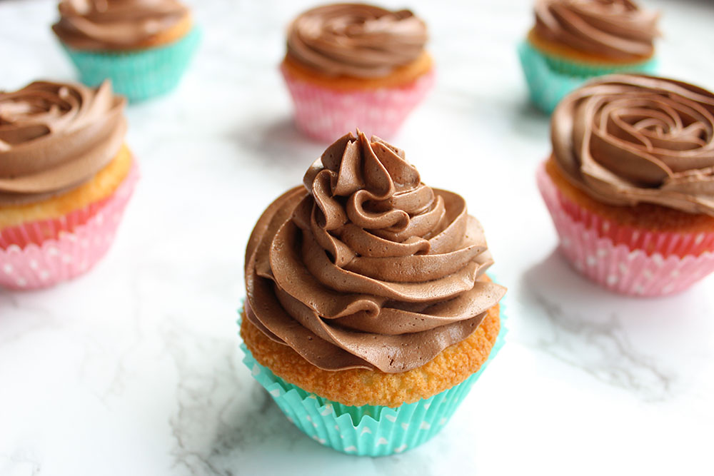 Vanilla cupcakes with Creamy Chocolate Buttercream