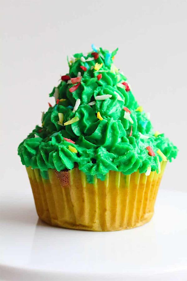 11 Christmas Cupcake Tutorials for Your Christmas Day Celebrations - Christmas-Tree5