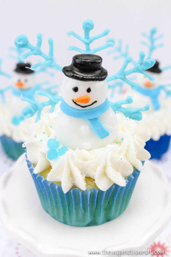 11 Christmas Cupcake Tutorials for Your Christmas Day Celebrations - snowman winter scene
